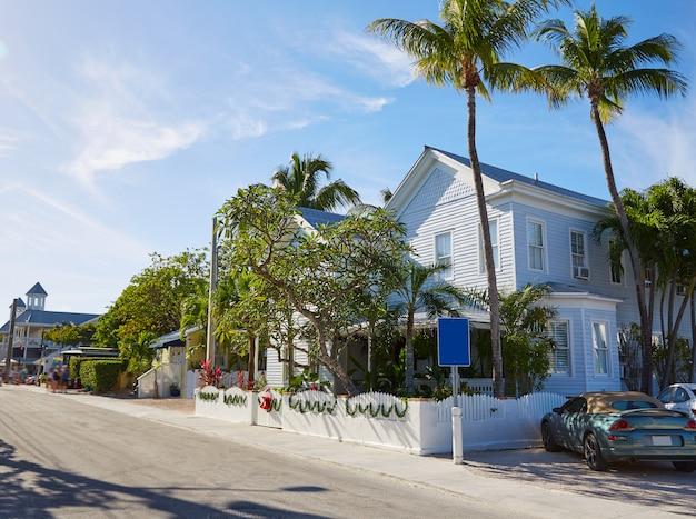 Maisons de rue du centre-ville de key west en floride Photo Premium