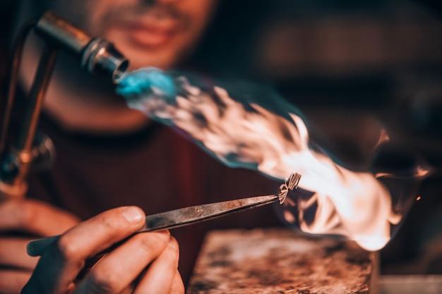 Maîtrisez La Combustion Des Métaux à Haute Température Photo gratuit