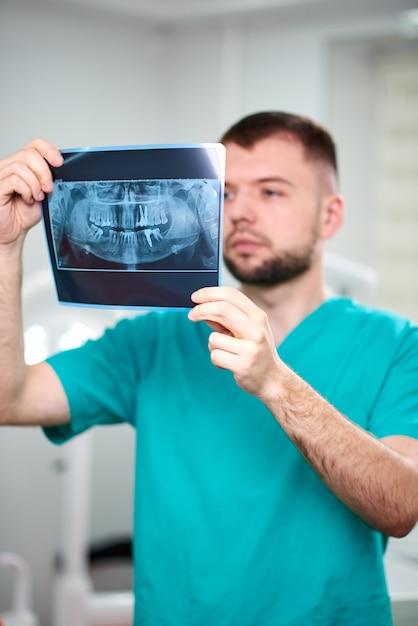 Mâle, dentiste, tenue, rayon x Photo Premium