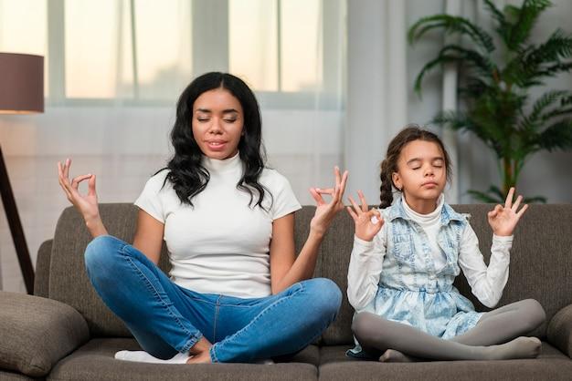 Maman, Fille, Yoga Photo gratuit