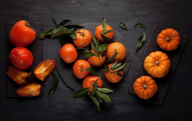 Mandarines, pumkins et kakis biologiques frais Photo Premium
