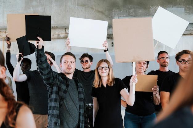 Des Manifestants Luttent Pour Leurs Droits Photo Premium