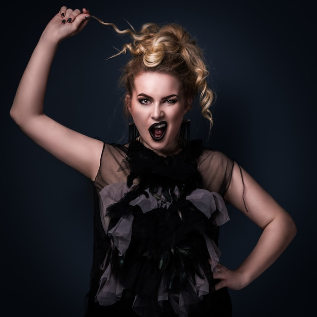 Mannequin Grande Taille Avec Une émotion Audacieuse Sur Son Visage Photo Premium