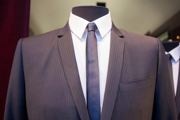Mannequin homme avec des vêtements Photo Premium