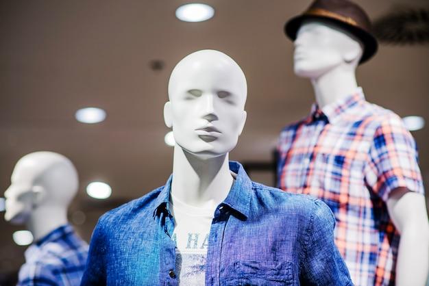 Mannequin en vêtements mâles Photo gratuit