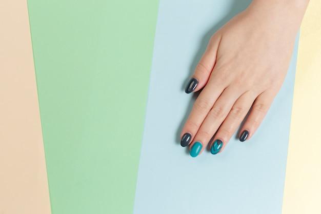 Manucure femme tendance élégante. Photo Premium