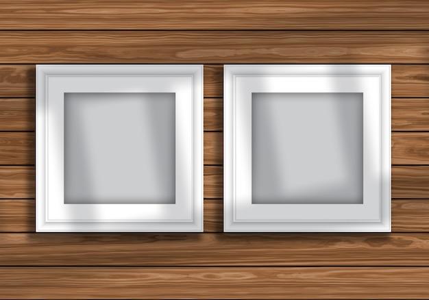 Maquette d'affichage avec des cadres vierges sur la texture en bois Photo gratuit