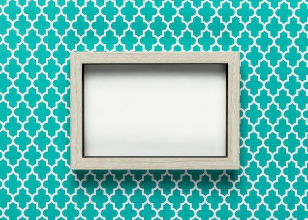 Maquette de cadre avec un arrière-plan coloré Photo gratuit