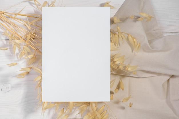 Maquette De Carte Blanche Avec Plante Sèche, Carte De Saint Valentin Style Zéro Déchet Photo Premium