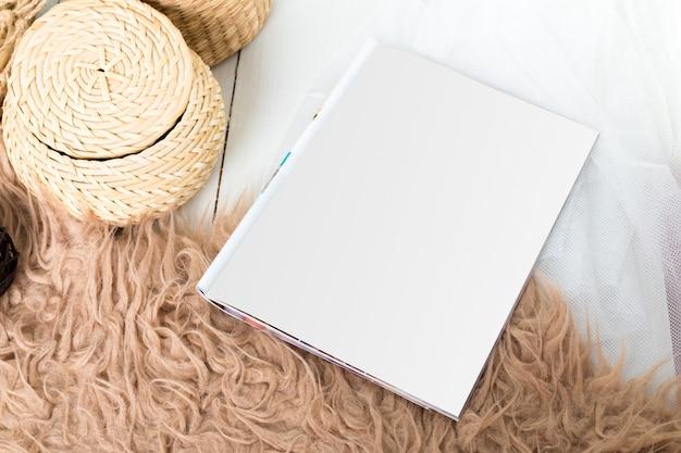 Maquette, papier photo, feuille blanche Photo Premium