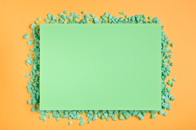 Maquette rectangle vert avec roches vertes Photo gratuit