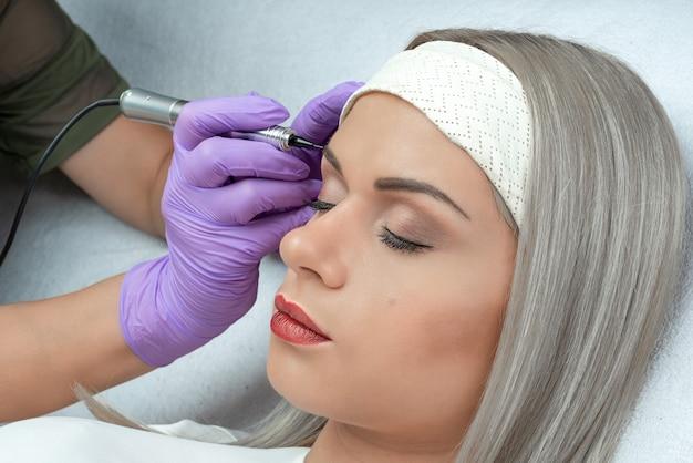 Maquillage permanent, micropigmentation. Photo Premium
