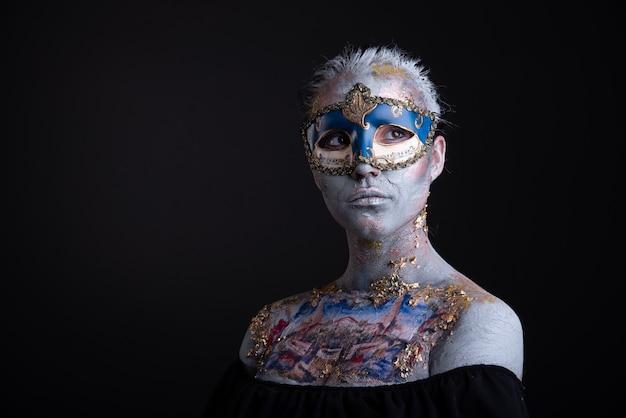 Maquillage de podium créatif dans le style de dame vénitienne Photo Premium