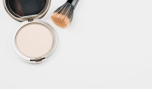 Maquillage en poudre avec espace copie Photo gratuit