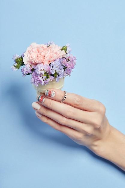Maquillage pour les mains, manucure pour les ongles, vernis à ongles Photo Premium