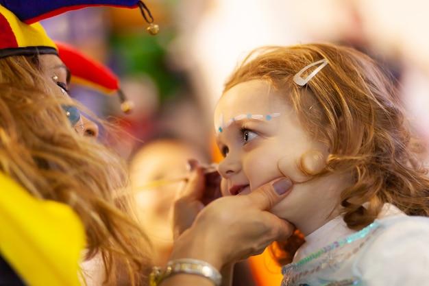 Maquillage pour petite fille. Photo Premium