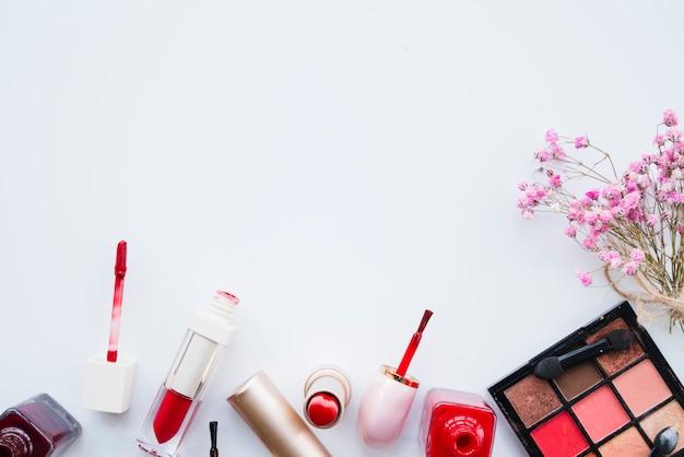 Maquillage de rouge à lèvres Photo gratuit