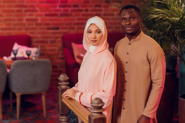Mariage National. Mariée Et Marié. Mariage Couple Musulman Lors De La Cérémonie De Mariage. Mariage Musulman. Photo Premium