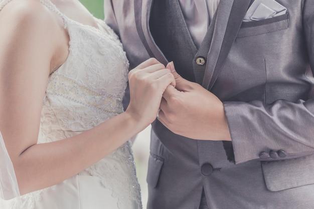 Le marié et la mariée ensemble. couple de mariage Photo Premium