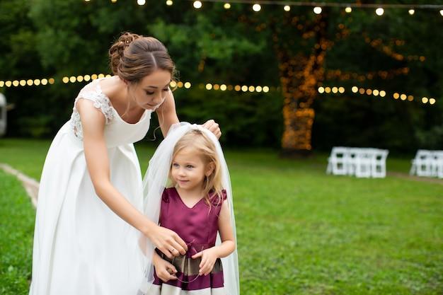 Mariée, Habiller, Petite Fille, à, Voile Photo Premium