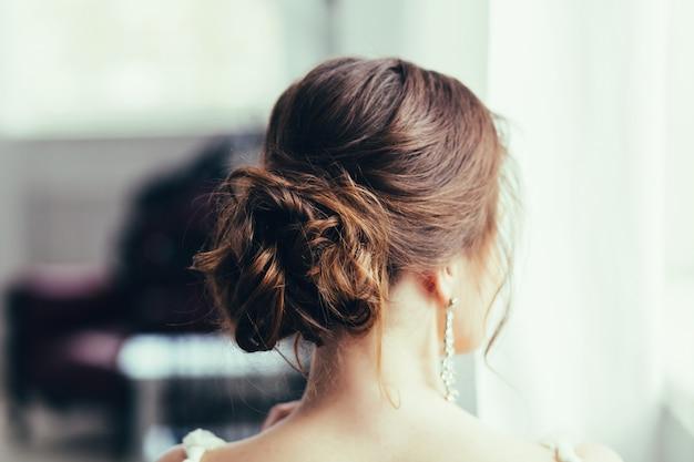 Mariée avec maquillage de mariage et coiffure. Photo Premium