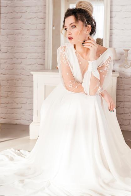 Mariée avec robe de mariée Photo gratuit