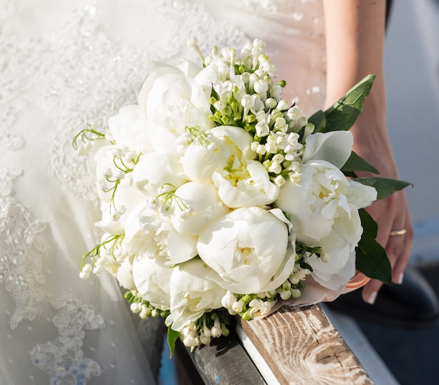 Mariée, tenue, bouquet mariage Photo Premium