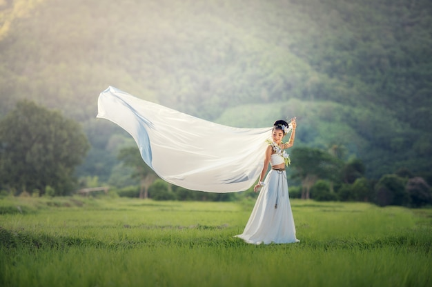 Mariée sur le terrain Photo Premium