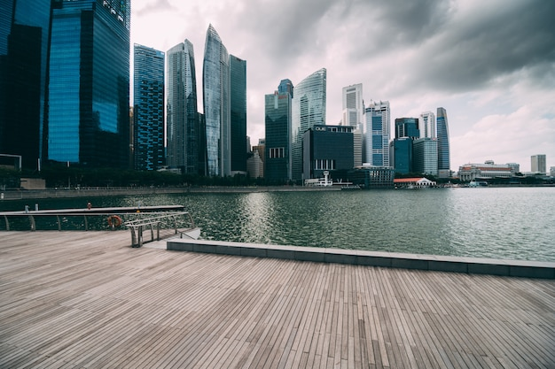 Marina Bay Et Le Quartier Financier Avec Immeuble De Bureaux De Gratte-ciel Photo gratuit