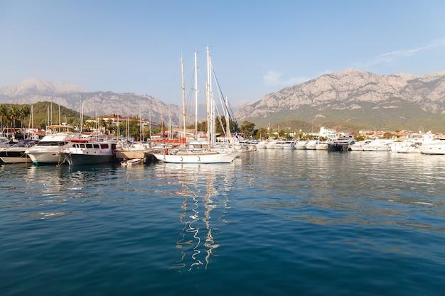 Marina sur la mer méditerranée Photo Premium