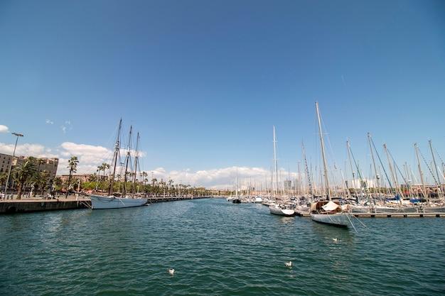 Marina située à barcelone, en espagne Photo Premium