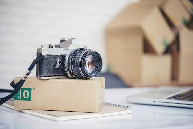 Marketing de service en ligne dans le service de livraison Photo gratuit