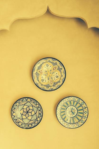 Maroc vente plat plaque d'artisanat Photo gratuit
