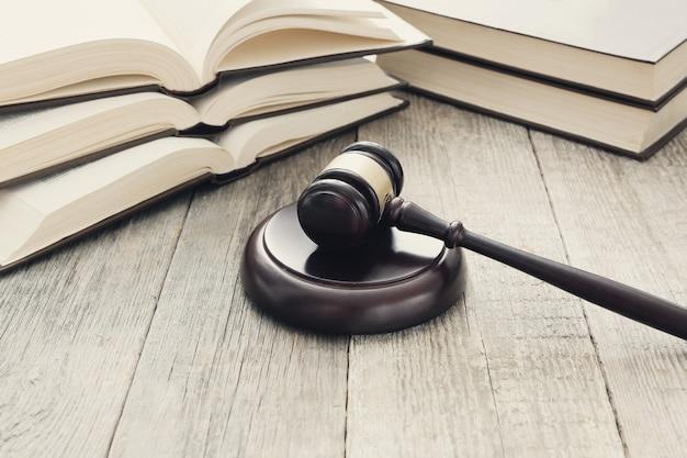 Marteau De Cour Et Livres. Concept De Jugement Et De Droit Photo gratuit