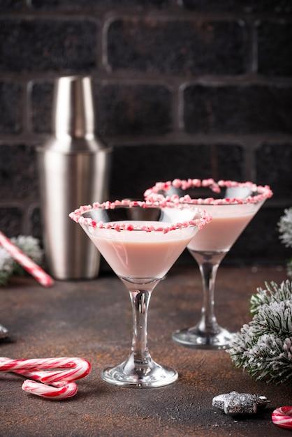 Martini à la menthe rose et à la canne en sucre Photo Premium