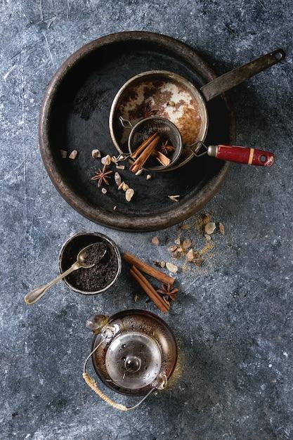 Masala chai avec des ingrédients Photo Premium