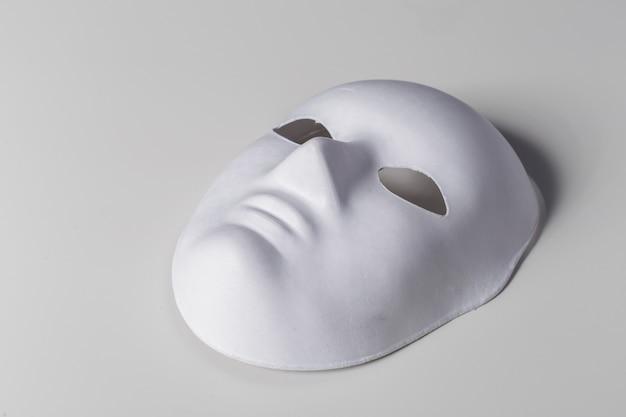 Masque Blanc Se Bouchent Photo Premium