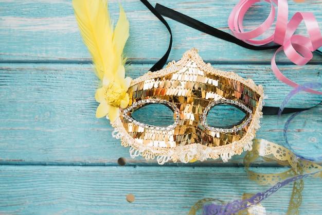 Masque décoratif brillant pour le carnaval Photo gratuit