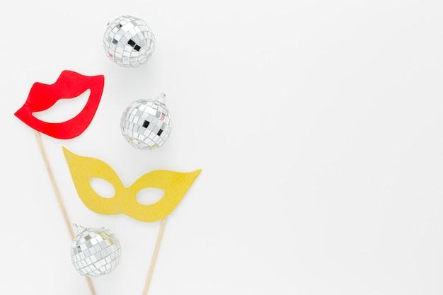 Masque De Fête Avec Globes En Argent Photo gratuit