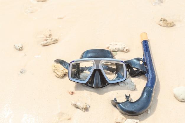 Masque de plongée et tuba, plongée en apnée Photo Premium