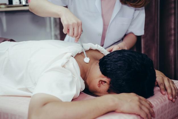 Massage d'acupuncture Photo Premium