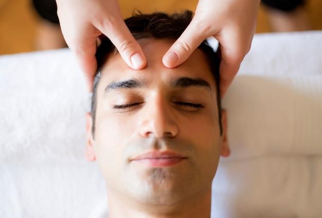 Massage du visage Photo Premium