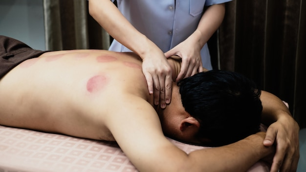 Massage traditionnel chinois Photo Premium