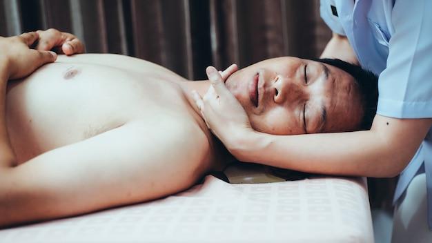 Massage traditionnel chinois Photo Premium