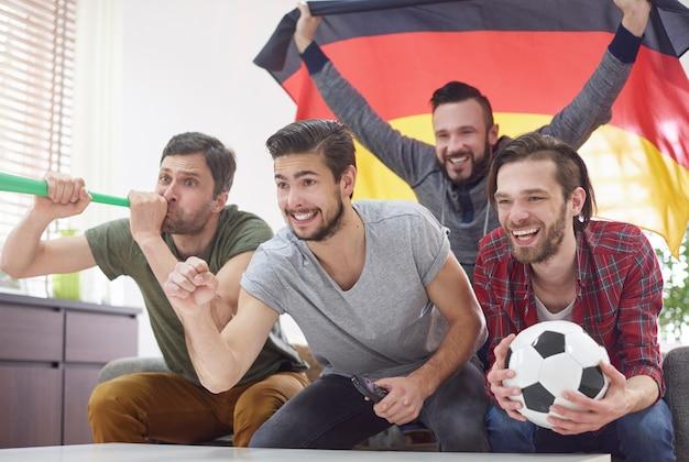 Match Très Excitant Uniquement Avec Les Meilleurs Amis Photo gratuit