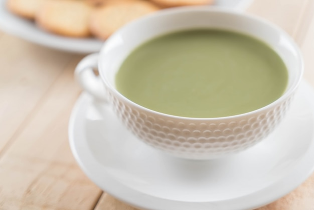 Matcha latte chaud Photo Premium