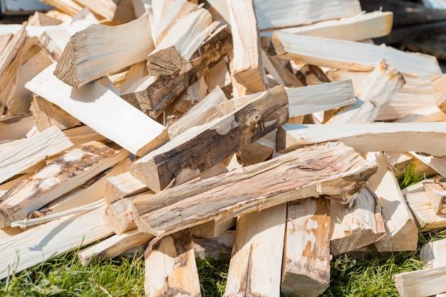 Matériau de construction en bois, bois stock en entrepôt. Photo Premium