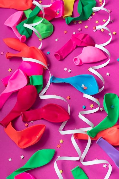 Matériaux de composition décorative de fond de fête pour la célébration et la décoration. Photo Premium