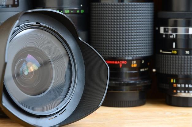 Matériel d'art photographique professionnel. assortiment de lentilles modernes Photo Premium
