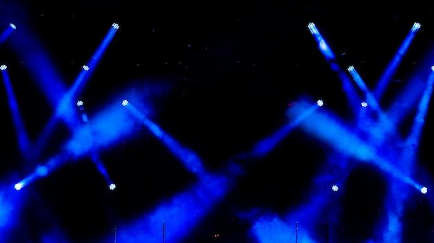 Matériel d'éclairage sur les lieux. Photo Premium